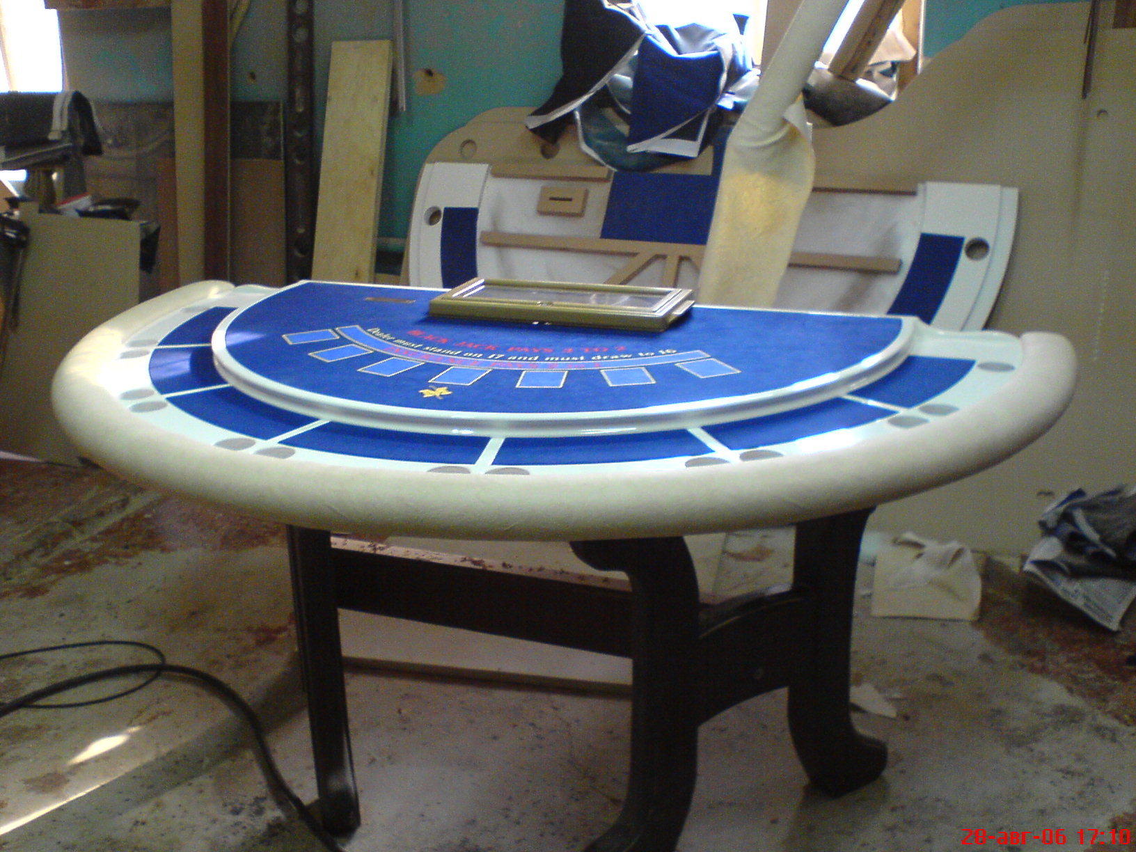 Карточный стол для казино